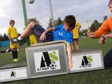 Use of Football Jumpeak training aid